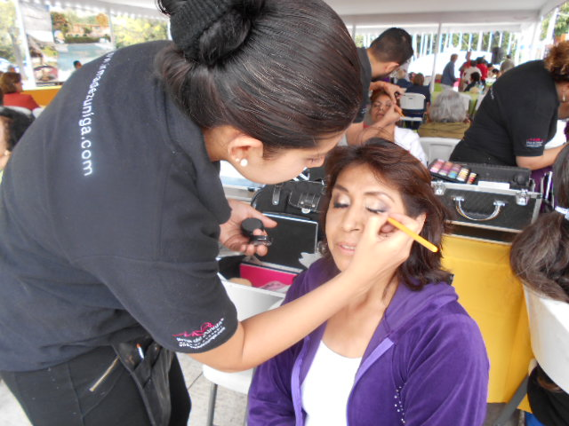 Queen for a Day make-up gift for older adults, Guadalajara
