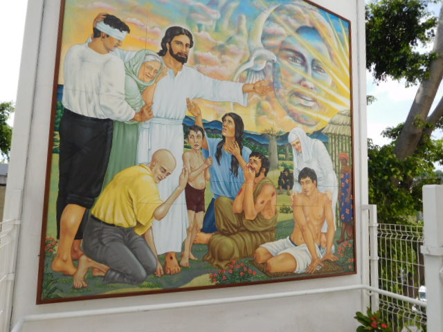 mural at entrance to Juntos Contra el Dolor