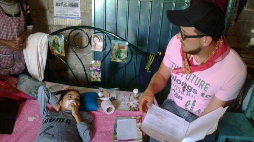 Nutritionist Jorge Gonzalez w/Young Patient